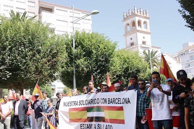 Musulmanes se manifiestan en Badajoz por la paz y la convivencia