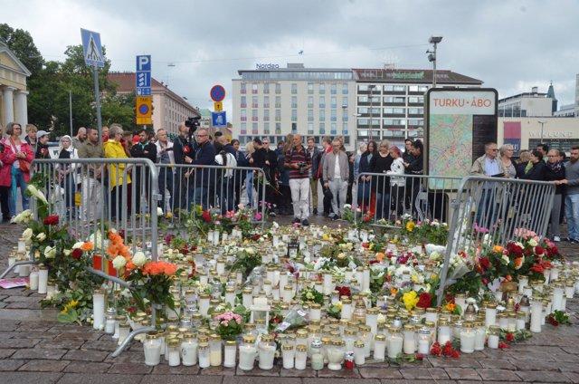 Homenaje a las víctimas del ataque de Turku (Finlandia)