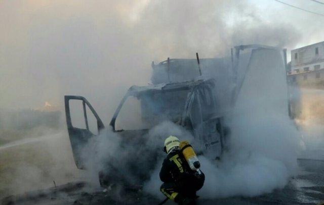 Furgoneta ardiendo en Cacicedo de Camargo