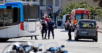 Atropello en Marsella: Un conductor arrolla dos paradas de autobús dejando un muerto y varios heridos