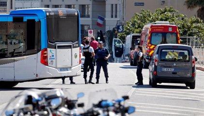 Un conductor arrolla dos paradas de autobús en Marsella dejando un muerto y varios herido, según medios franceses