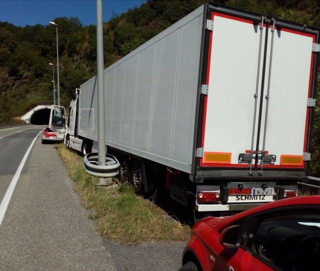 El camión inmovilizado.