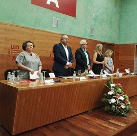 El rector de la UNIA destaca olivar, patrimonio y cultura como ejes de los cursos en Baeza (Jaén), con 700 estudiantes