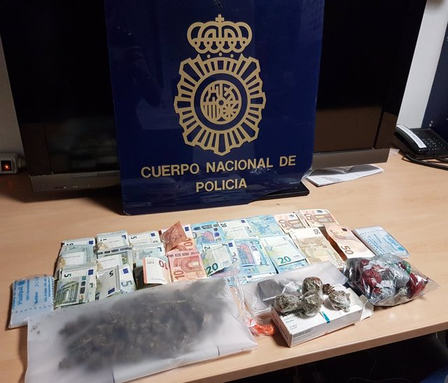Detienen a la propietaria de un bar y un empleado por tráfico de drogas en Menorca