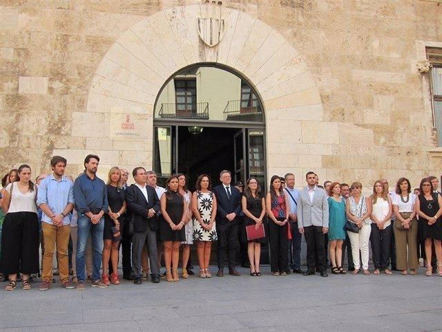 Concentración en repulsa por los atentados ante la Generalitat
