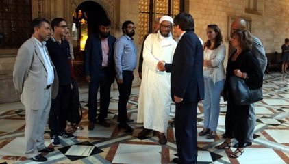 Puigdemont rep a Palau els representants de la comunitat musulmana després de la manifestació per la Rambla