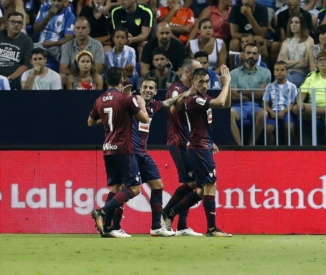 Charles marca un gol con el Eibar y pide perdón a la afición del Málaga
