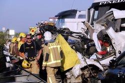 La víctima mortal de l'accident múltiple a l'A-2 a Lleida és un veí de Montcada i Reixac de 41 anys (ACN)