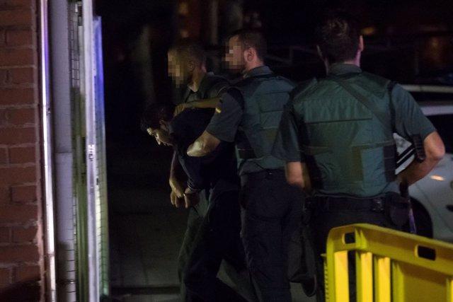 La Guardia Civil traslada a los detenidos por el atentado de Barcelona Y Cambril