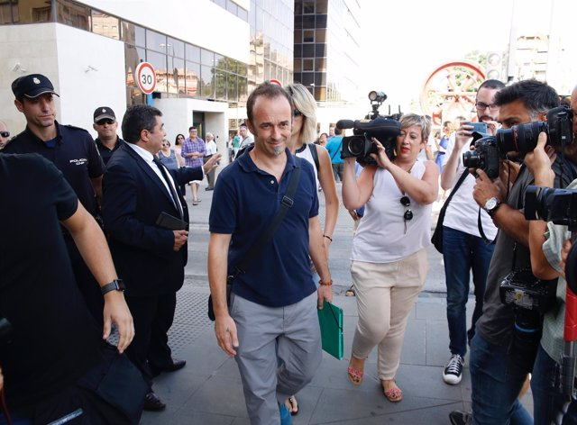 Francesco Acuri, este lunes al llegar a los juzgados de Granada