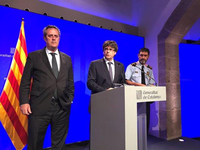 El conseller J.Forn, el pte.C.Puigdemont y el mayor de los Mossos J.Ll.Trapero