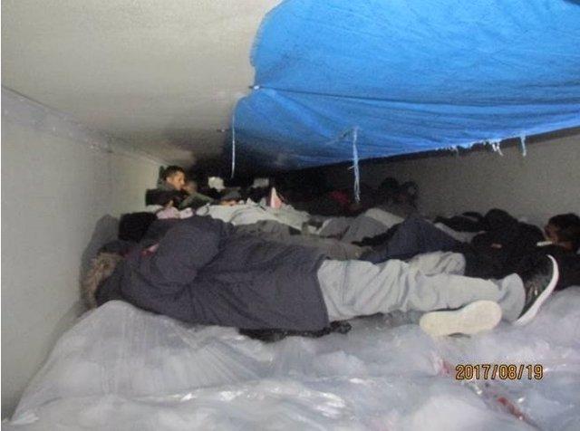 Inmigrantes hacinados en un camión frigorífico