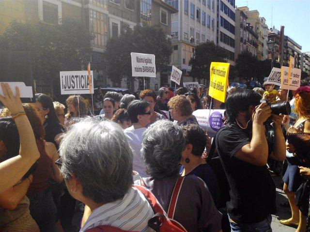 Concentración en Madrid en apoyo a Juana Rivas de asociaciones feministas