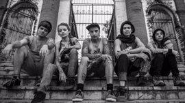 La vida de cinco punk y artistas callejeros en Medellín este jueves en el Bretón con la película 'Los Nadie'
