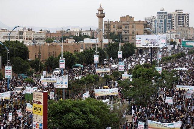 Manifestación huthi en Saná, Yemen
