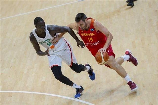 España se pone seria ante Senegal en una trabajada victoria en Melilla