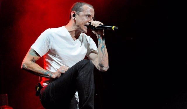 Chester Bennington en un concierto de Linkin Park