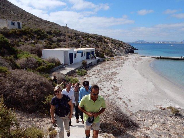 Imagen de la visita técnica del consejero Celdrán a Isla Grosa