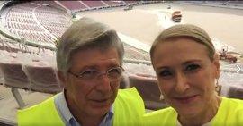 """Cifuentes visita las obras del Wanda Metropolitano y destaca que será uno de los """"grandes atractivos"""" de Madrid"""