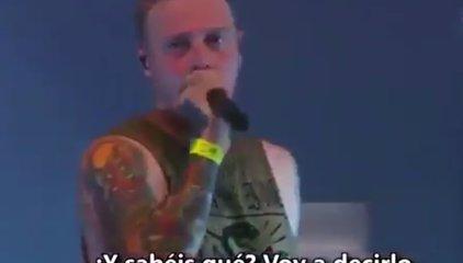 El cantante de Architects detiene un concierto para denunciar una agresión sexual a una mujer del público