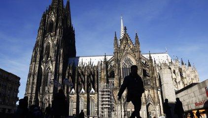 La Policia alemanya col·loca barreres enfront de la catedral de Colònia per evitar atemptats