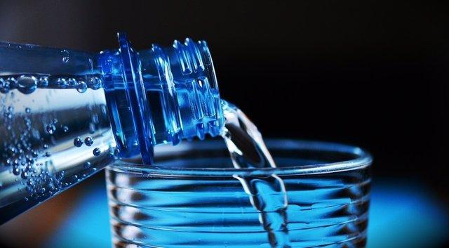 Beber agua con ola de calor