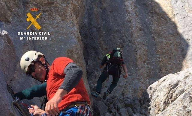 Rdo. Nota De Prensa Guardia Civil (Rescatados Dos Escaladores Enriscados Al Qued