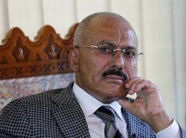 """Aliados de los huthis tachan de """"demonio"""" a Salé pese a que luchan juntos en la guerra civil de Yemen"""