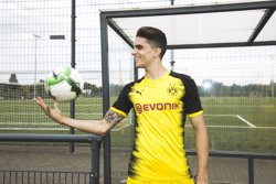 Marc Bartra presenta la samarreta del Borussia Dortmund de Puma per a la Lliga de Campions (PUMA)