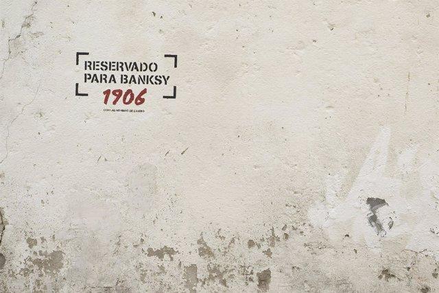 Nota De Prensa: Un Barrio De Ferrol Invita A Banksy A Realizar Una Obra Con Su I