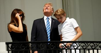 Melania Trump agradece a Chelsea Clinton que haya defendido a su hijo