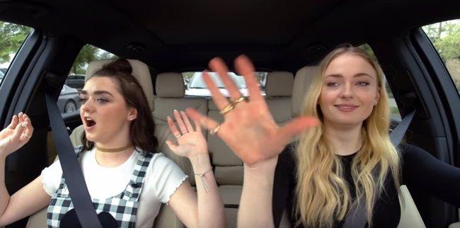 VÍDEO: Sophie Turner y Maisie Williams (Juego de Tronos) cantan imitando a Ned Stark en Carpool Karaoke (YOUTUBE)