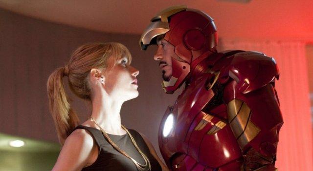 Pepper Potts (Gwyneth Paltrow) junto a Tony Stark/Iron Man (Robert Downey Jr.)