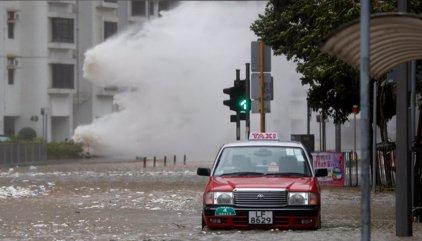 Al menos ocho muertos por el paso del tifón 'Hato' por Macao