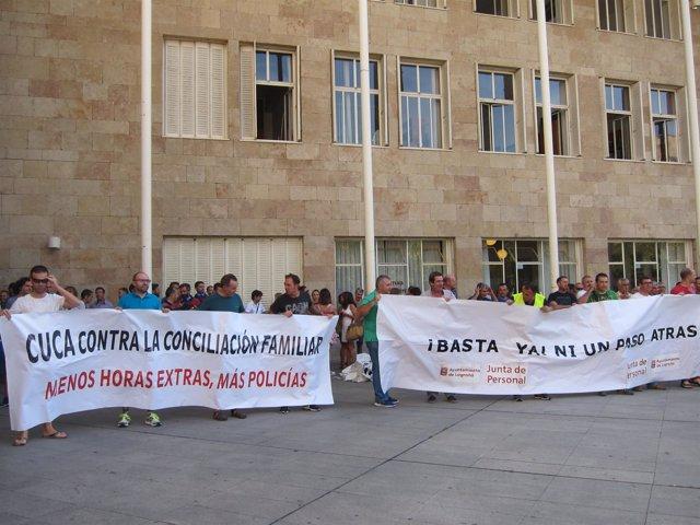 Miembros de la Junta de Personal del Ayuntamiento durante la movilización