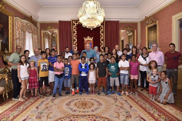 Nota De Prensa: El Ayuntamiento Recibe A Menores Saharauis Que Pasan El Verano E