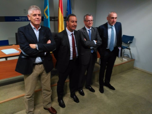 Lastra (segundo por la izquierda) durante la presentación del plan.