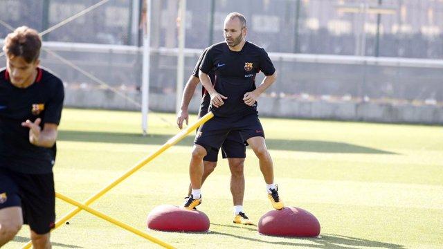 Andrés Iniesta en un entrenamiento con el FC Barcelona