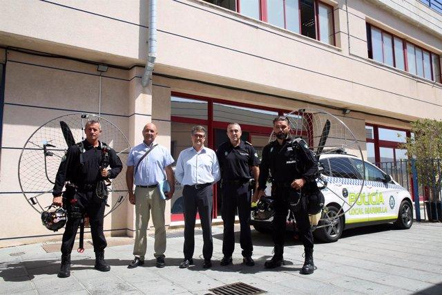 Unidades de la Policía Local de Marbella de Paramotor