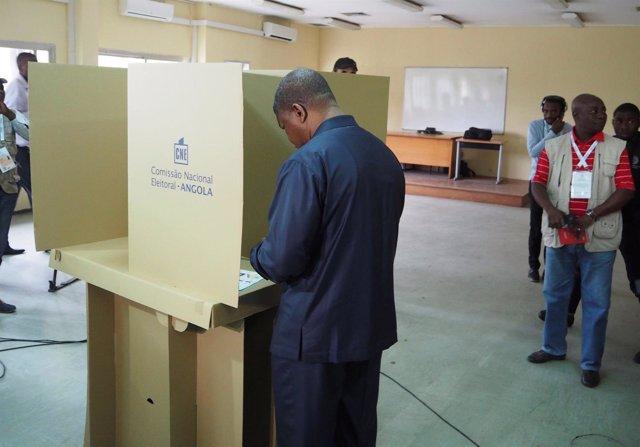 Joao Lourenço vota en las elecciones