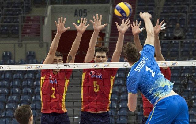 España debuta con derrota en el Campeonato de Europa de voleibol