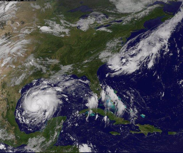 El hurarán 'Harvey' se aproxima a Texas.