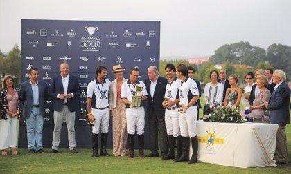 TorneoPolo.-El Rey don Juan Carlos entrega a Ayala Polo Team la Copa de Oro del 46º Torneo Internacional de Polo