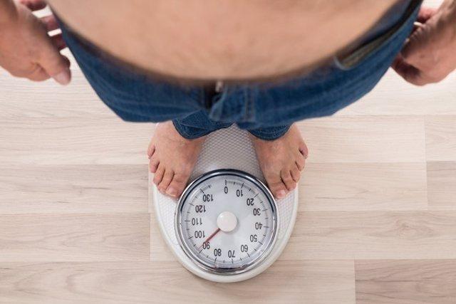 Báscula. Peso. Obeso. Adelgazar