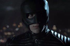 Gotham: Bruce viste su primer traje de Batman en el tráiler de la 4ª temporada