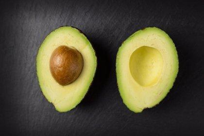 Comer aguacate mejora la función cognitiva en mayores
