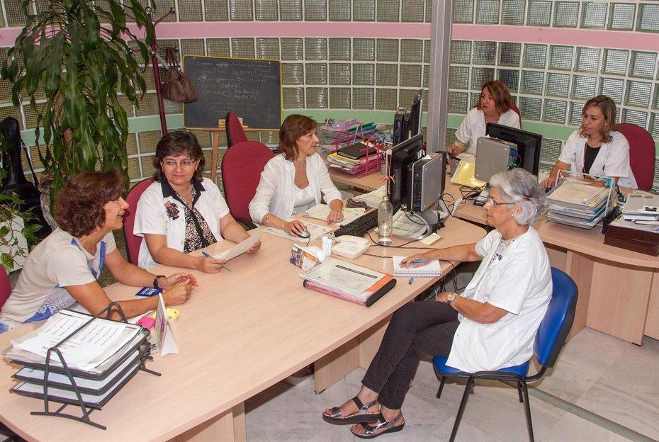 Foto: Un total de 4.462 pacientes atendidos en 2016 por la Unidad de Trabajo Social en el Hospital Virgen del Rocío de Sevilla (JUNTA DE ANDALUCÍA)