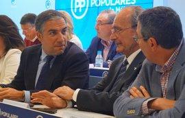 Bendodo insiste en que el candidato a la Alcaldía de Málaga se abordará en mayo de 2018