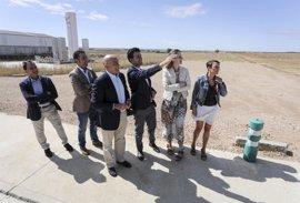 Rioseco (Valladolid) traslada a Carnero la necesidad de ampliar el polígono y de recuperar el entorno del Canal