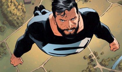 ¿Confirma un juguete de La Liga de la Justicia la aparición de Superman en el traje negro?